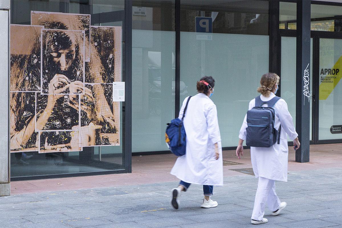 Dues sanitàries es dirigeixen al CAP del Gòtic.