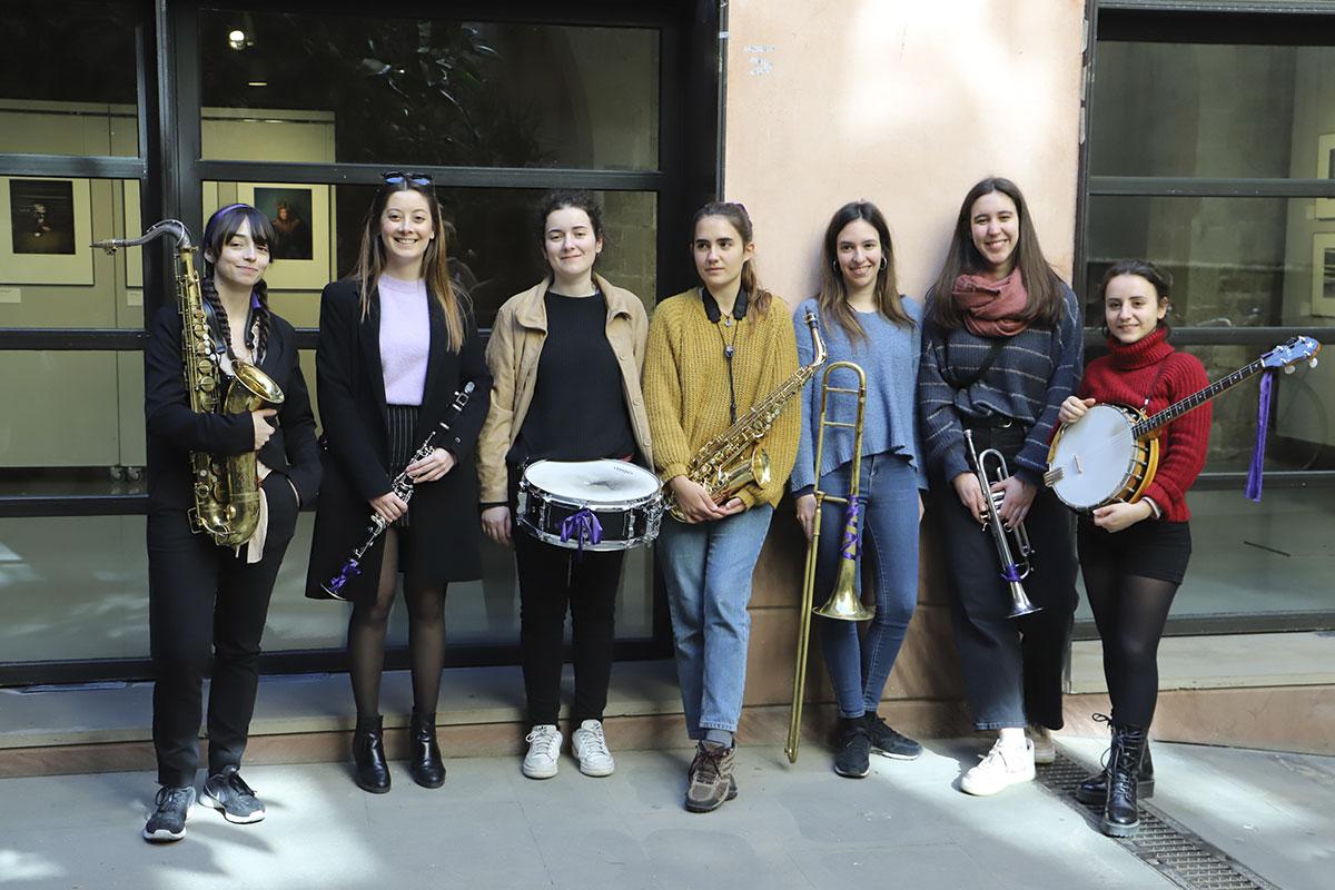Formació femenina de percussió i vent del Conservatori del Liceu, que van tocar durant el recorregut